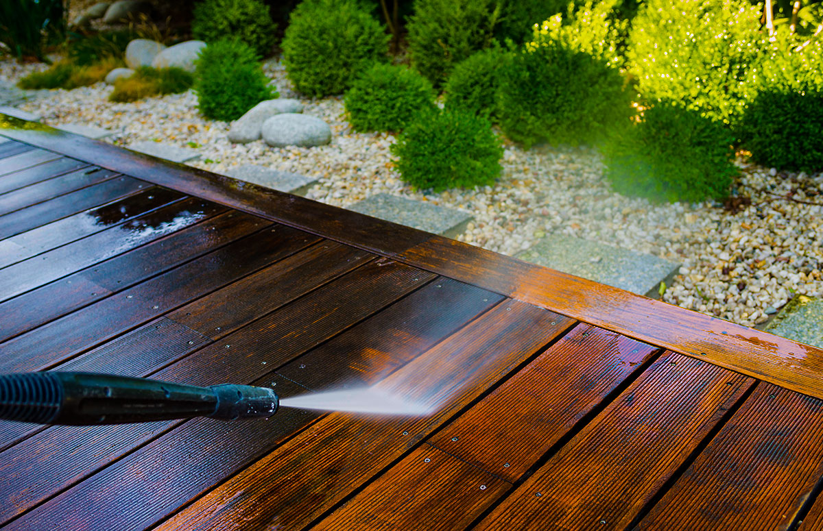 Because of the effect pollen and rain have together, it is recommended that you clean the deck shortly after pollen has begun to fall and once again after it has finished.